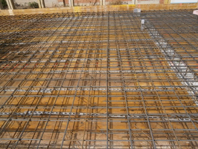 Vyvázání výstuže  stropu (monolit)